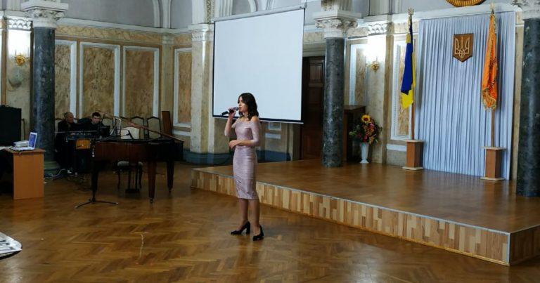 Studentka yurydychnoho fakultetu u finali konkursu Student_studentka ChNU 2019