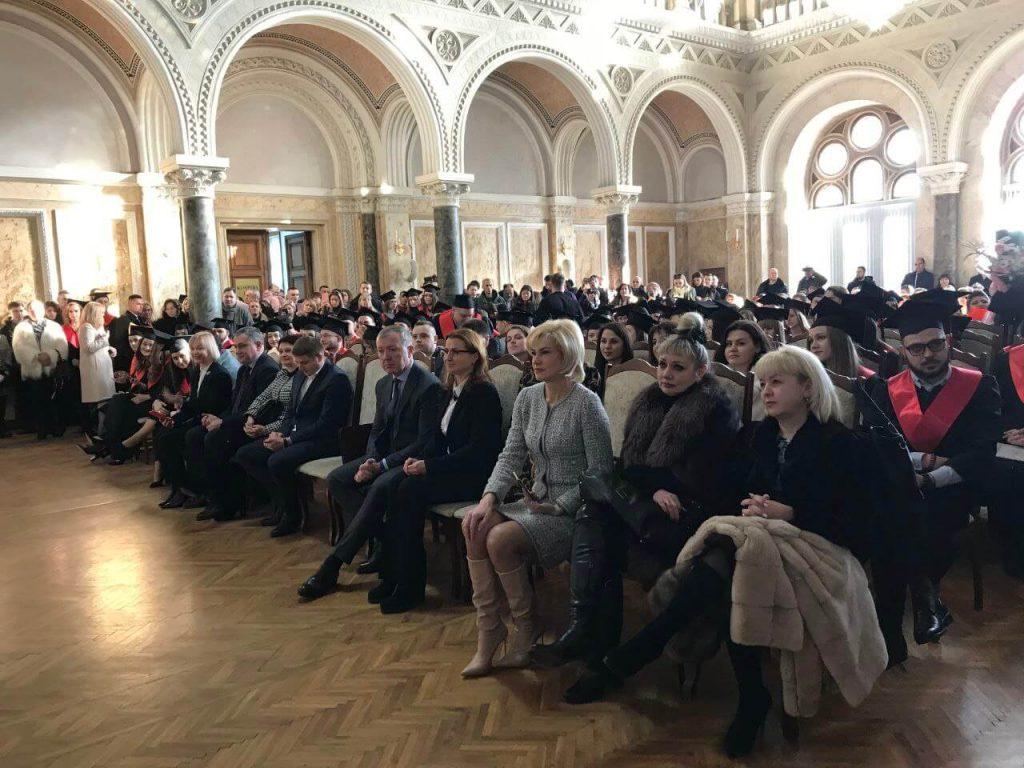Serhii Osachuk tseremoniia vruchennia dyplomiv ChNU 2020